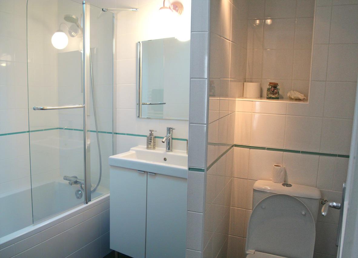 40 Rue des Fetes Domino Oleron Bathroom